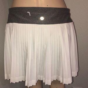 Lululemon Pleat to Street skirt grey & white 6